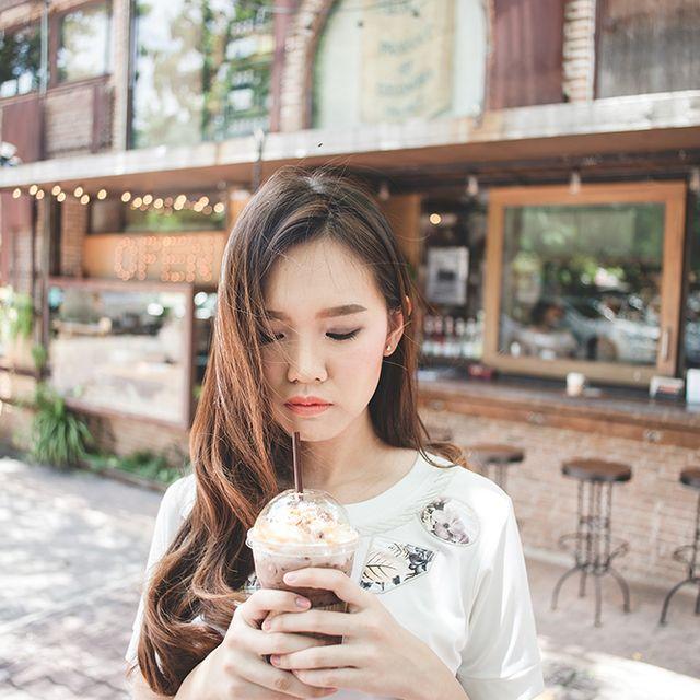 ถ่ายรูปในร้านกาแฟ
