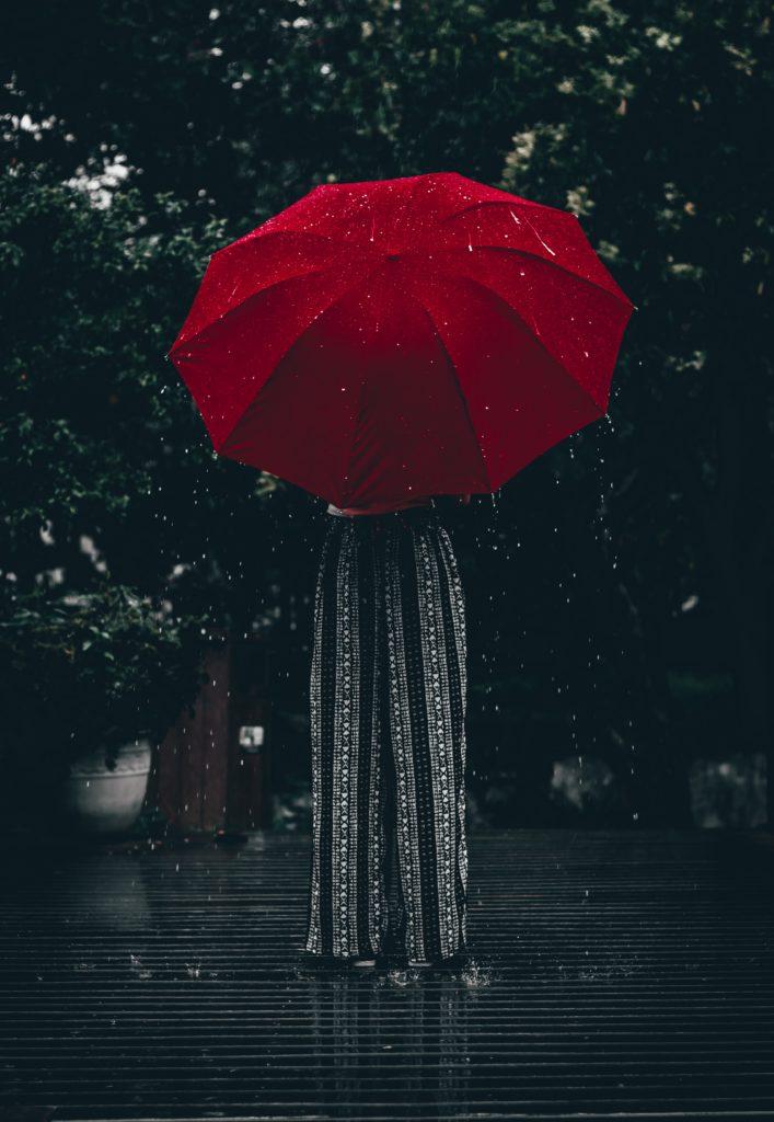 ถ่ายรูป ถ่ายกับร่มกันฝน