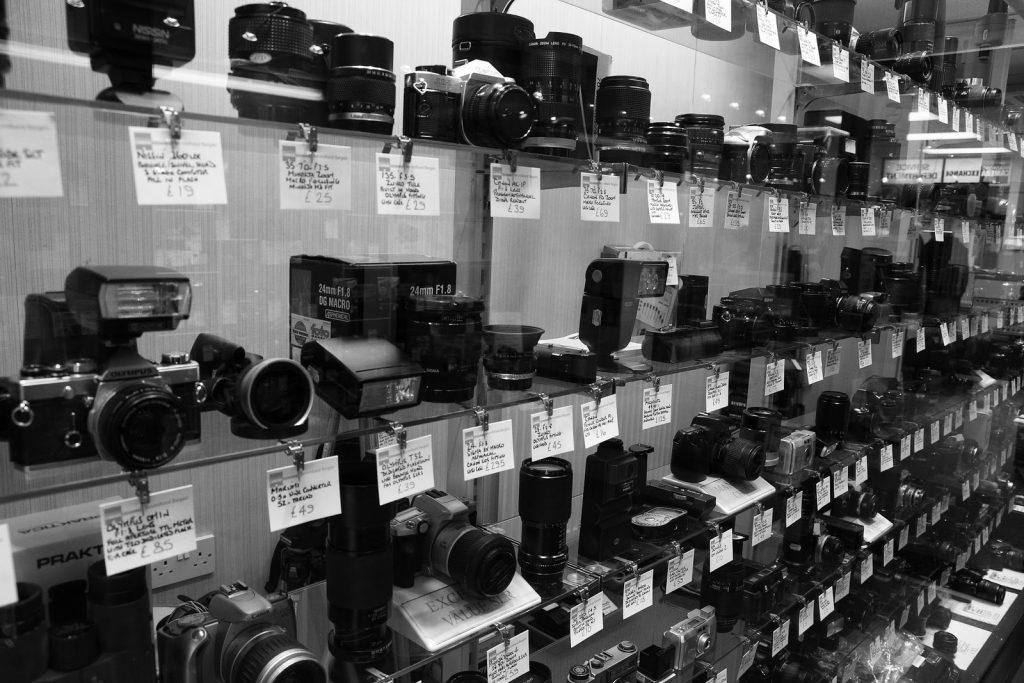 การเลือกซื้อกล้องมือสอง