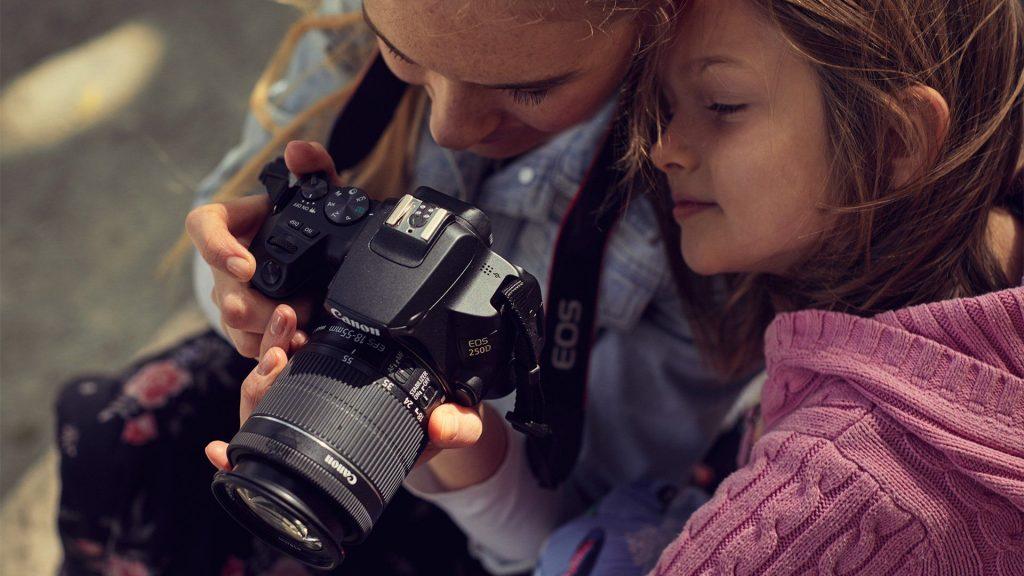 """กล้อง Canon รุ่น """"EOS 250D"""