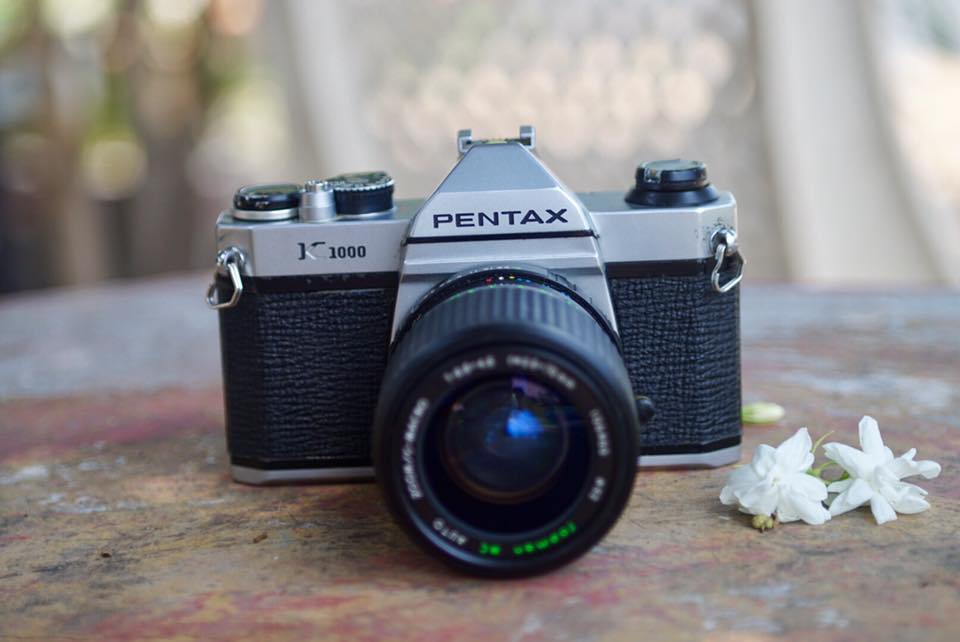 กล้องฟิล์มแบบโฟกัสด้วยมือ-ตัวแรก